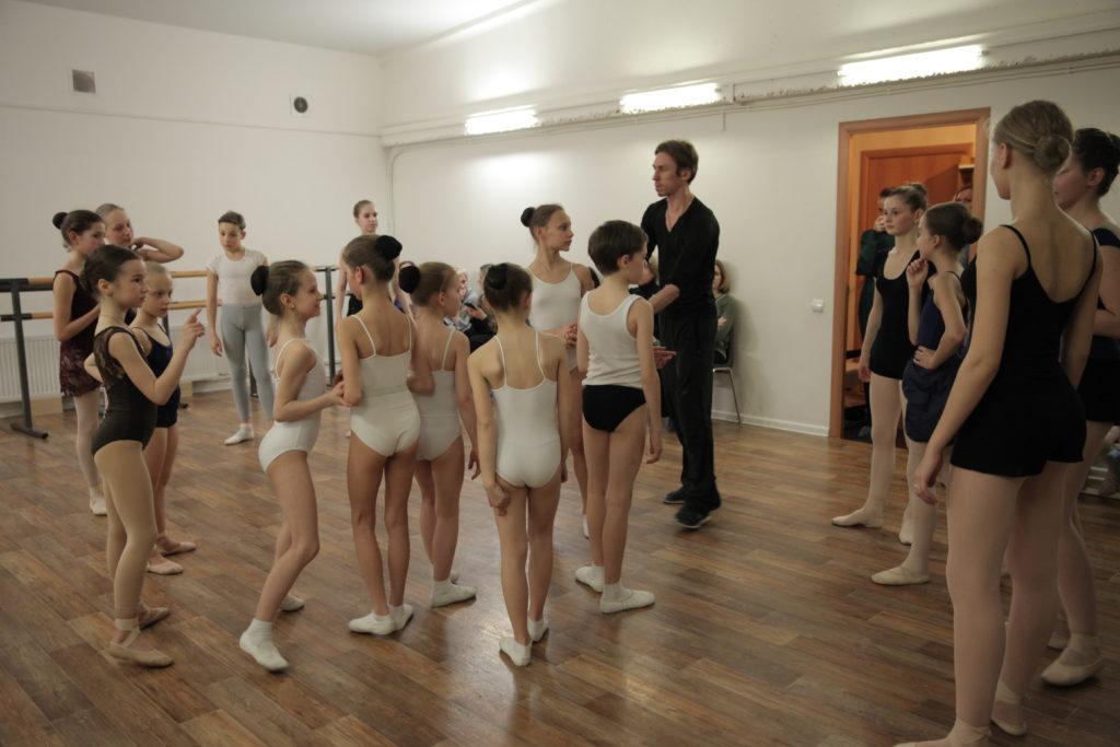 golie-balerini-video-razdevalki-zhena