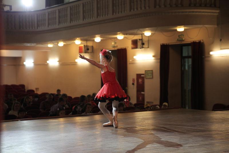 Танцевальная практика для учеников в балетной школе inballetwork.com
